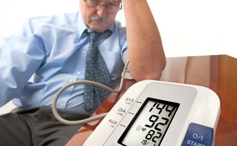 Hipertensión de difícil control: Busca unNefrólogo.